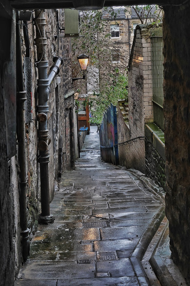 """One of the twisting narrow """"closes"""" off the Royal Mile; an alley for pedestrians that generally lead to courtyards but sometimes to streets."""