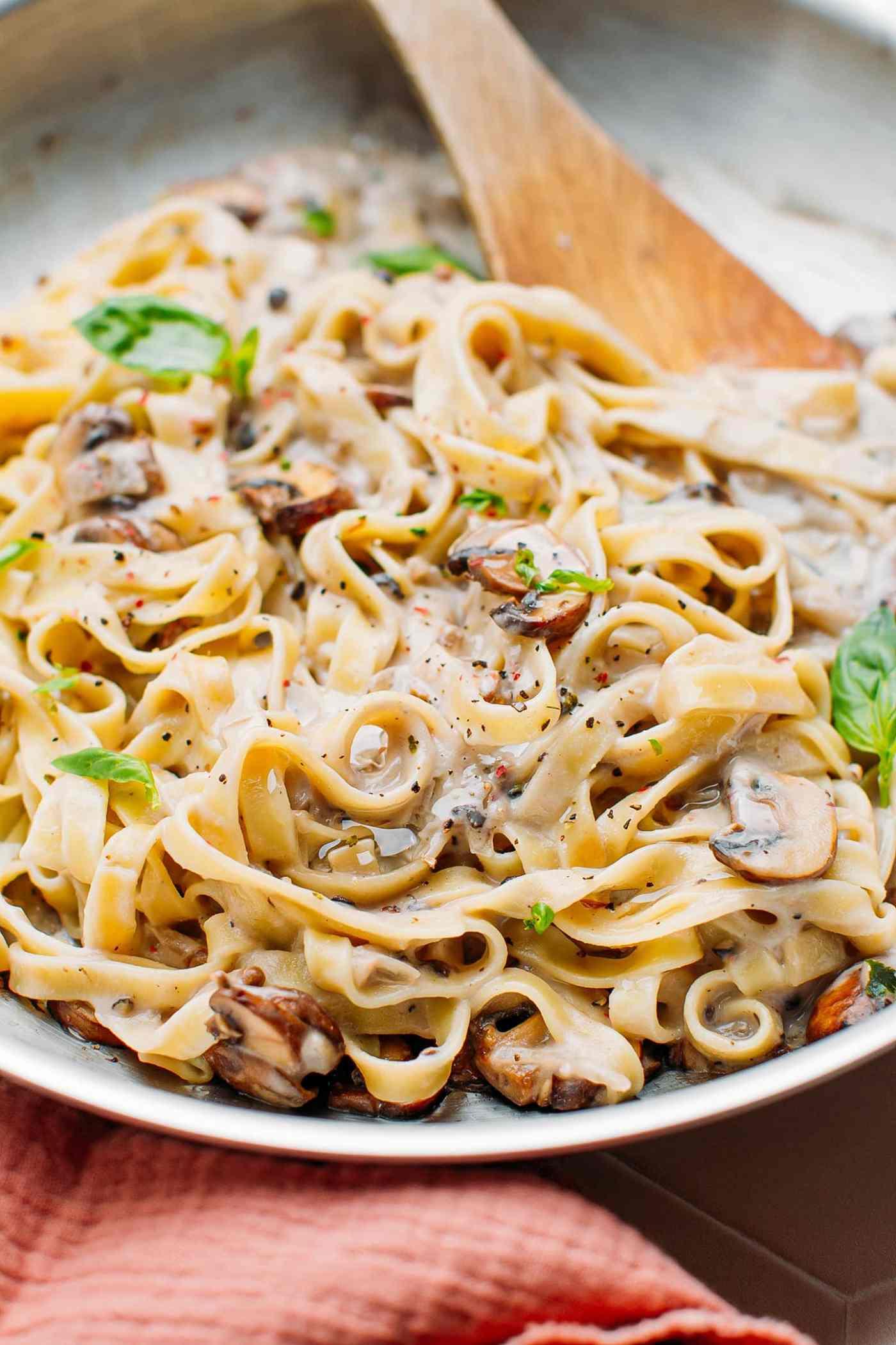 Easy Vegan Mushroom Pasta with Peppercorn Sauce