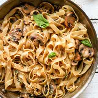 Easy Vegan Mushroom Pasta with Peppercorn Sauce
