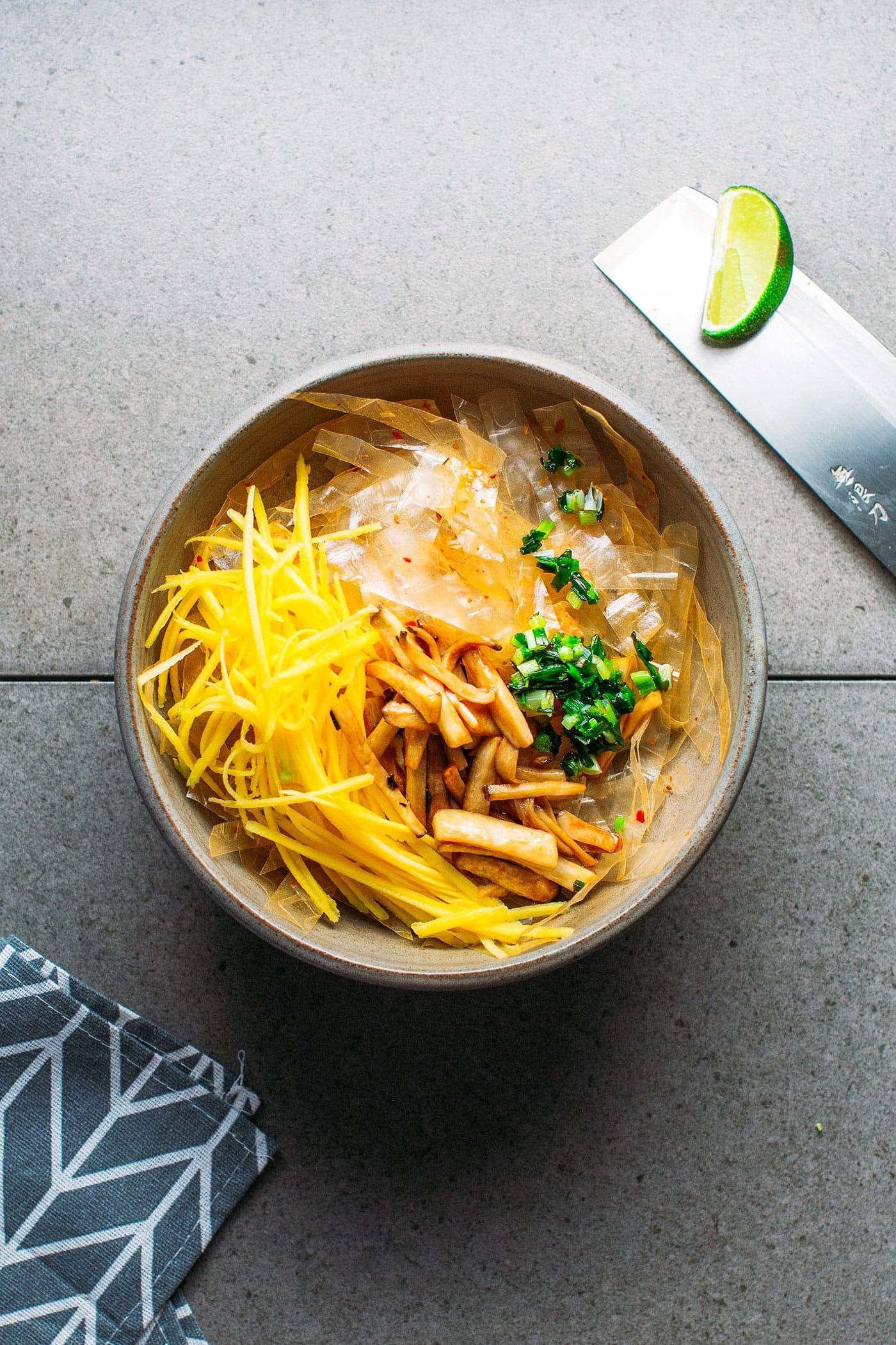Saté Rice Paper Salad