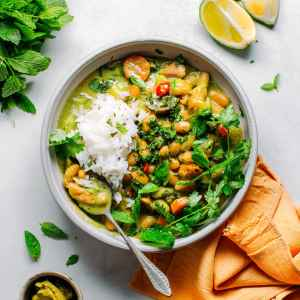 Instant Pot White Bean Green Curry