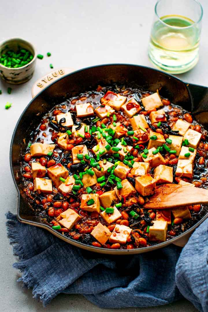 Tofu in a salty, sweet and spicy soybean sauce.