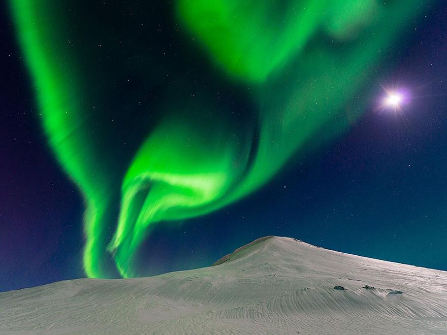 10. Танцы с луной, Исландия. Фото: Эндрю Джордж.