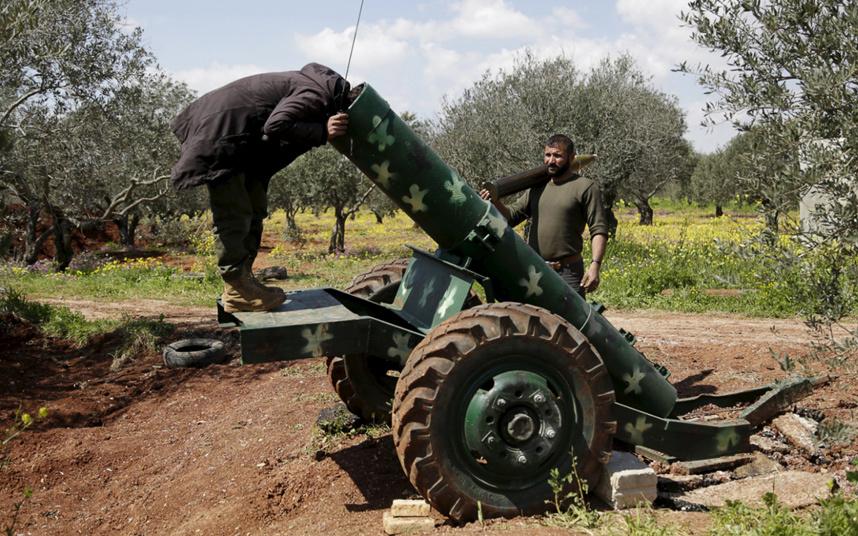 6. Сирийские повстанцы в городе Идлиб на севере Сирии. Фото: REUTERS.