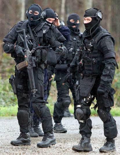 9. Спецоперация по поиску боевиков, совершивших нападение на офис Charlie Hebdo, скрывшихся в лесу. Фото: Хитклиф О'Мэлли.