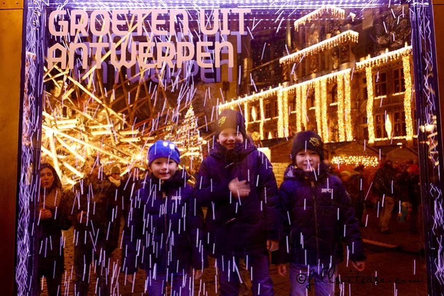 Kids at the Grote Markt in Antwerp in winter