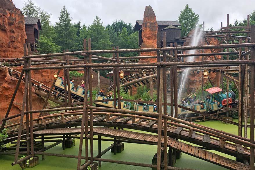 Calamity Mine wooden roller coaster in Walibi Belgium amusement park