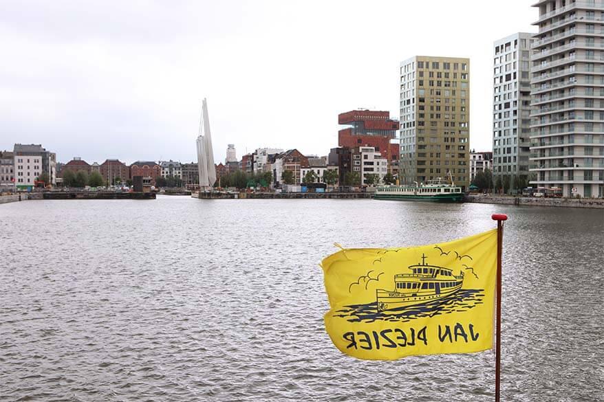 Harbour boat tour starts and ends at Kattendijkdok in Antwerp