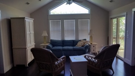 "White 2.5"" Fauxwood Blinds"