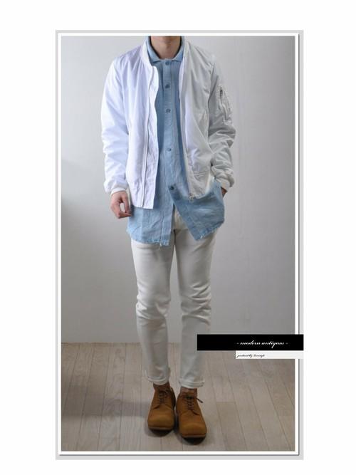 白MA-1×白パンツにデニムシャツを取り入れた春夏メンズコーデ