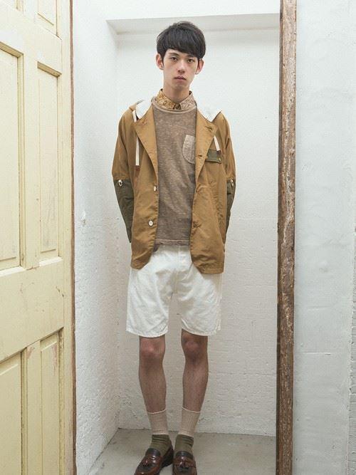 白ショーツとジャケットのメンズコーディネート
