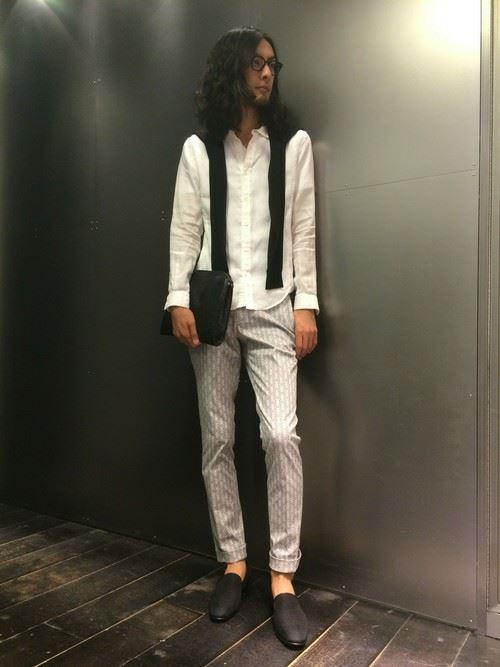 白リネンシャツの春夏メンズコーディネート画像13