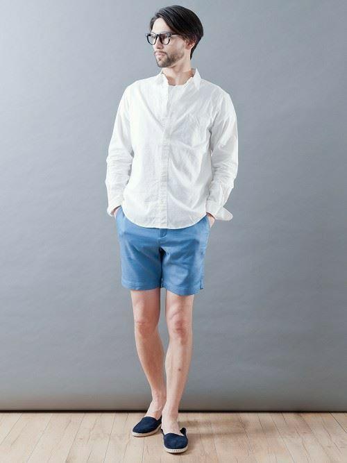 白リネンシャツの春夏メンズコーディネート画像14
