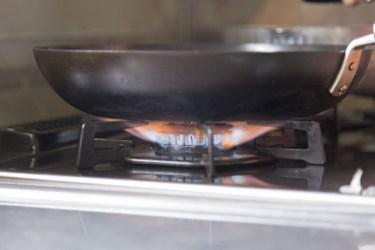 鉄フライパンで窒化加工とは?安全性は大丈夫?メリットは何?