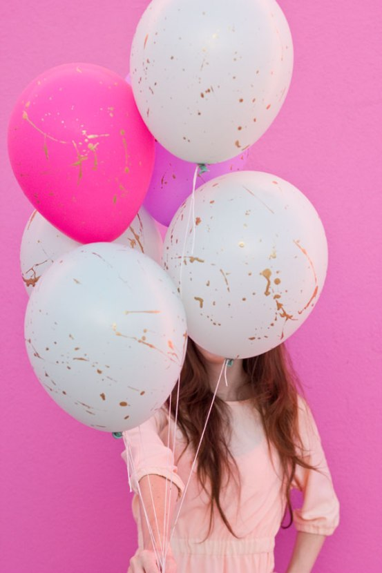 DIY-Gold-Splatter-Paint-Balloons