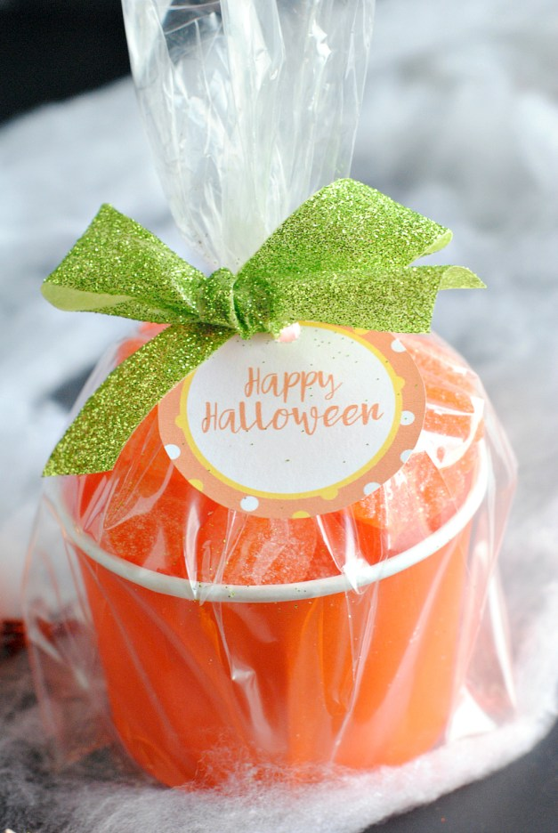 Easy Halloween Favors-Candy Pumpkin Treat Cups