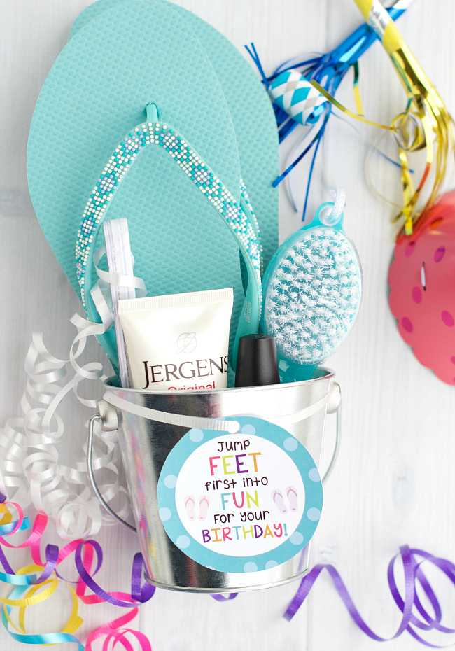 Pedicure Gift Basket-This cute birthday gift is super fun to give and receive. Flip flops and pedicure supplies with a cute printable tag. #birthday #birthdaygifts #giftideas
