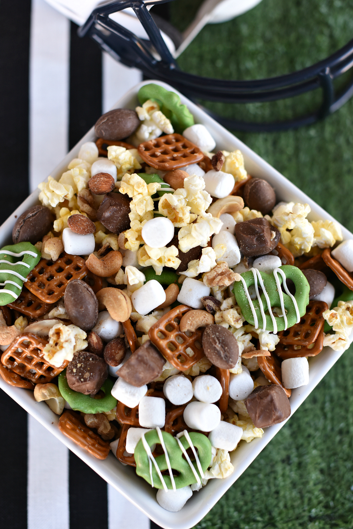 Game Day Snacks-This fun snack mix is perfect for your football parties! So easy to make, turns out cute and tastes AMAZING! Fabulous football party food! #football #footballparty #footballpartyfood #superbowl #superbowlparty