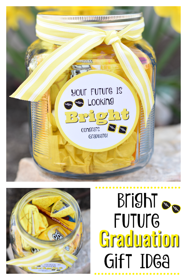 Graduation Present Ideas. This is the perfect graduation gift idea, so simple and fun. #graduation #graduationgifts #graduationgiftideas #graduationpresentideas #graduationpresents