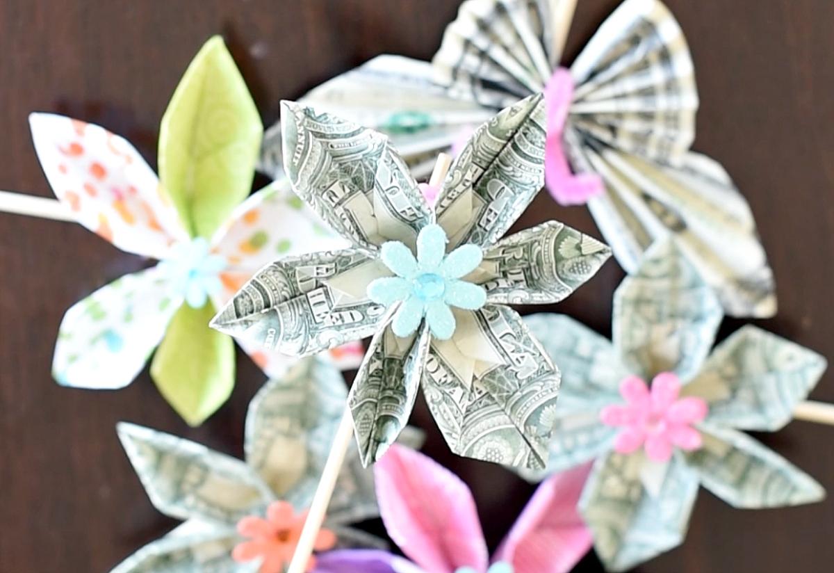 25 DIY Graduation Cash Gifts - Hative | 824x1200