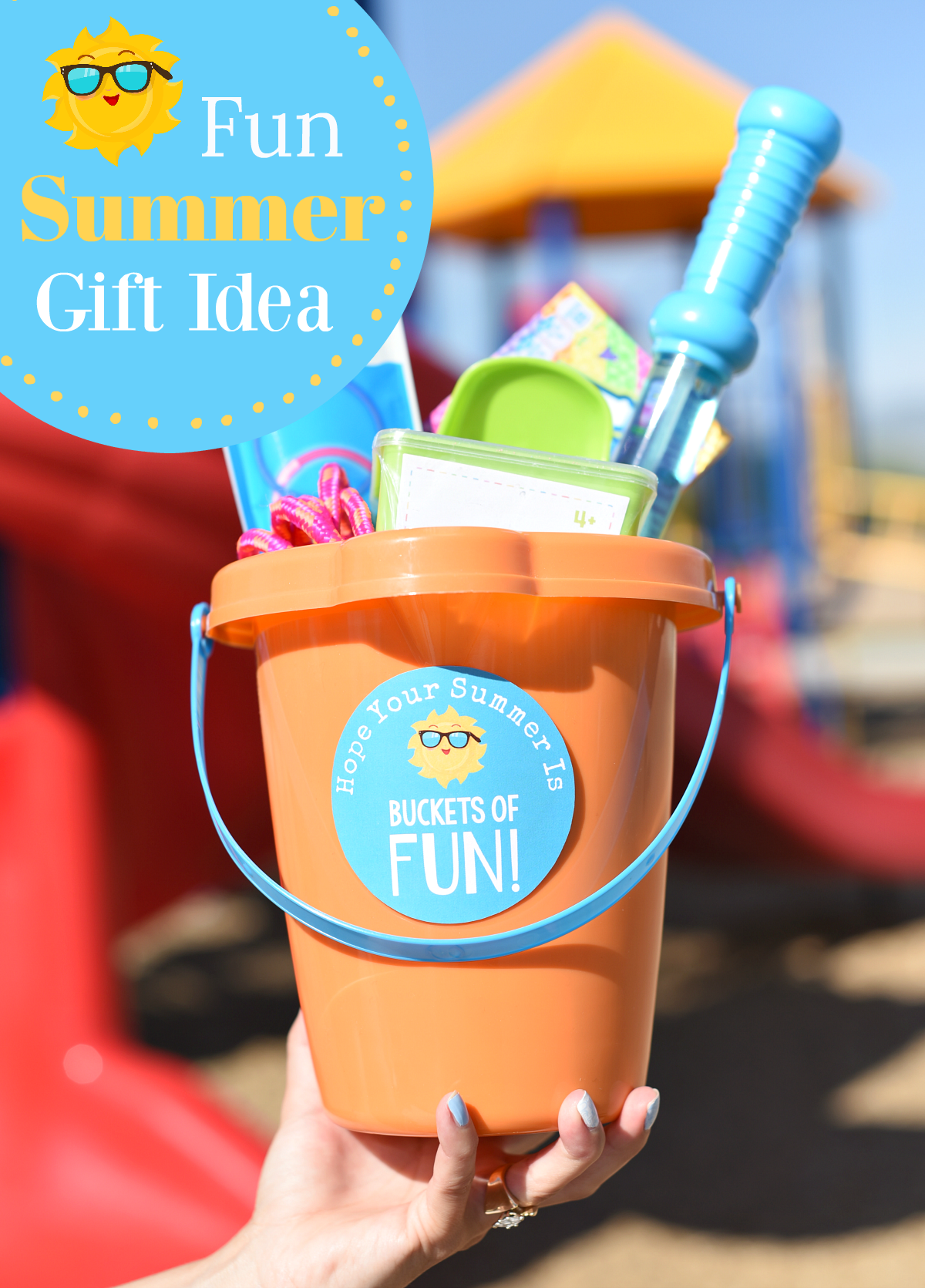 End of the Year Gifts for Students. This fun gift idea is the perfect way to celebrate the beginning of summer. #fungifts #fungiftideas #summer #summergifts
