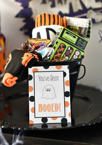 You've Been Booed-This cute Halloween tradition is something your kids will love! These free printable You've Been Booed tags and the cutest out there! #Halloween #boo #youvebeenbooed #gifts