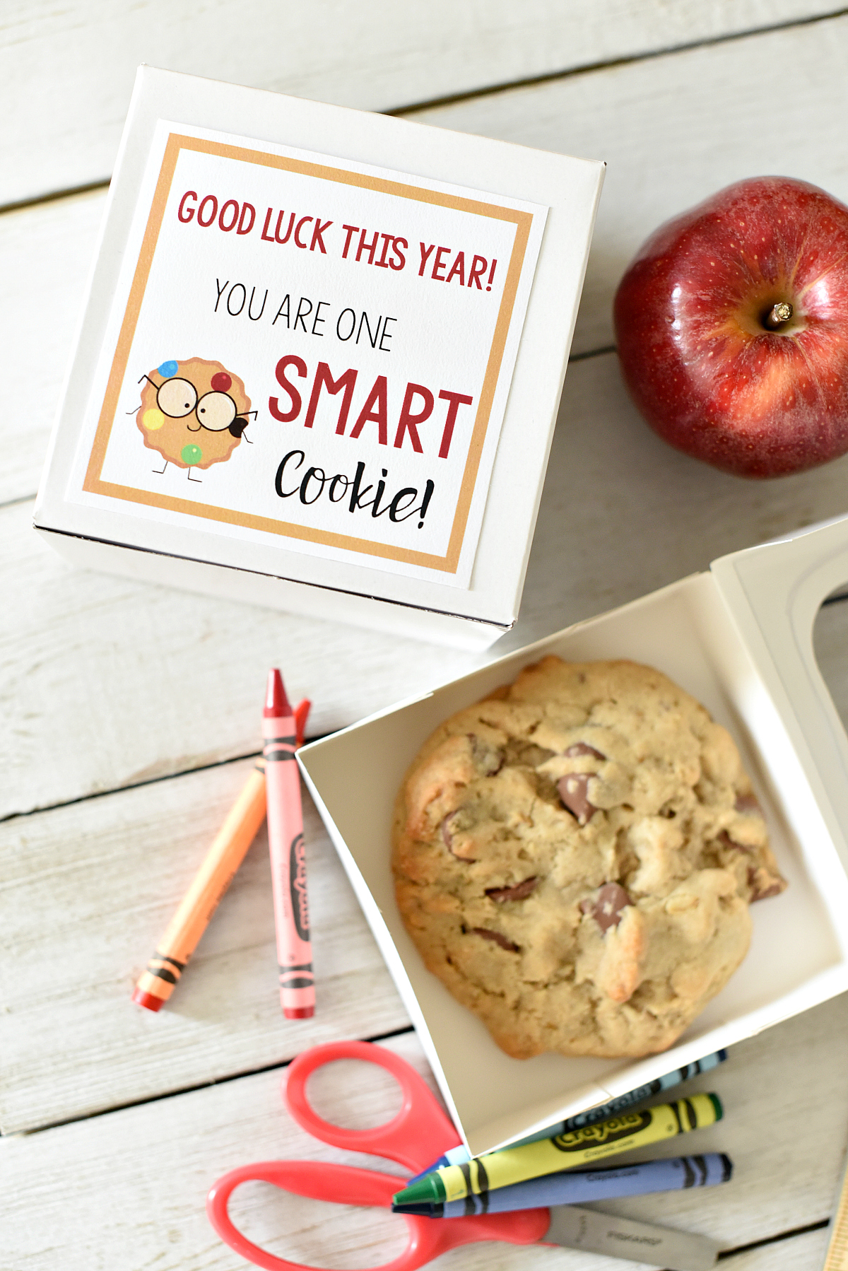 """First Day of School Gifts: This cute """"Smart Cookie"""" gift is fun for students on the first day of school. All you have to do is grab a cookie and add a tag and you're all set for back to school fun #backtoschool #kids #kidsgifts #giftideas"""