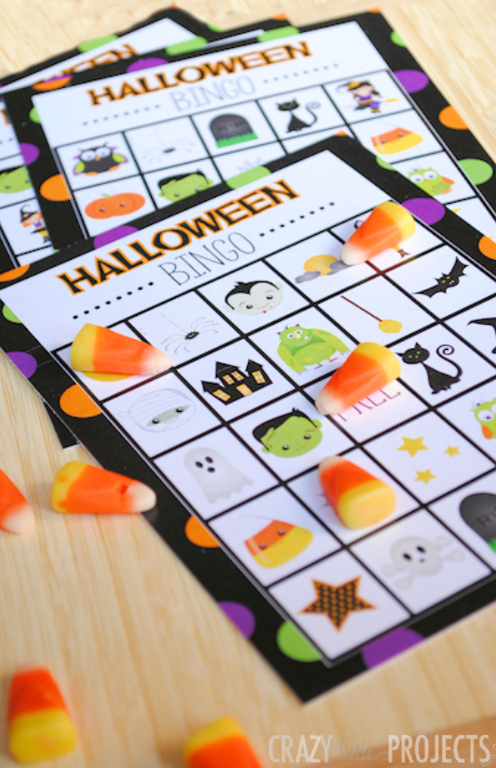 Halloween Bingo Game-Free Printable Halloween Bingo Boards to Print and Play. This fun Halloween game is perfect for class kids' Halloween parties and it's free to print and play! #Halloween #halloweenbingo #bingo #halloweengames #Halloweenparty