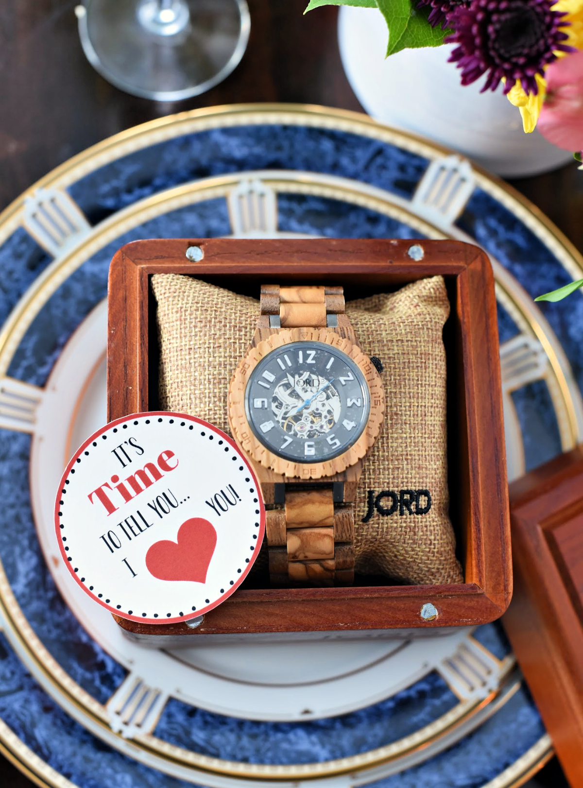 Simple Anniversary Gift for Him or Valentine's Gift Idea-Grab a beautiful watch and add this tag for a sweet and thoughtful anniversary gift for him. #anniversarygiftforhim #anniversarygifts #valentinesgiftforhim #valentinesgifts