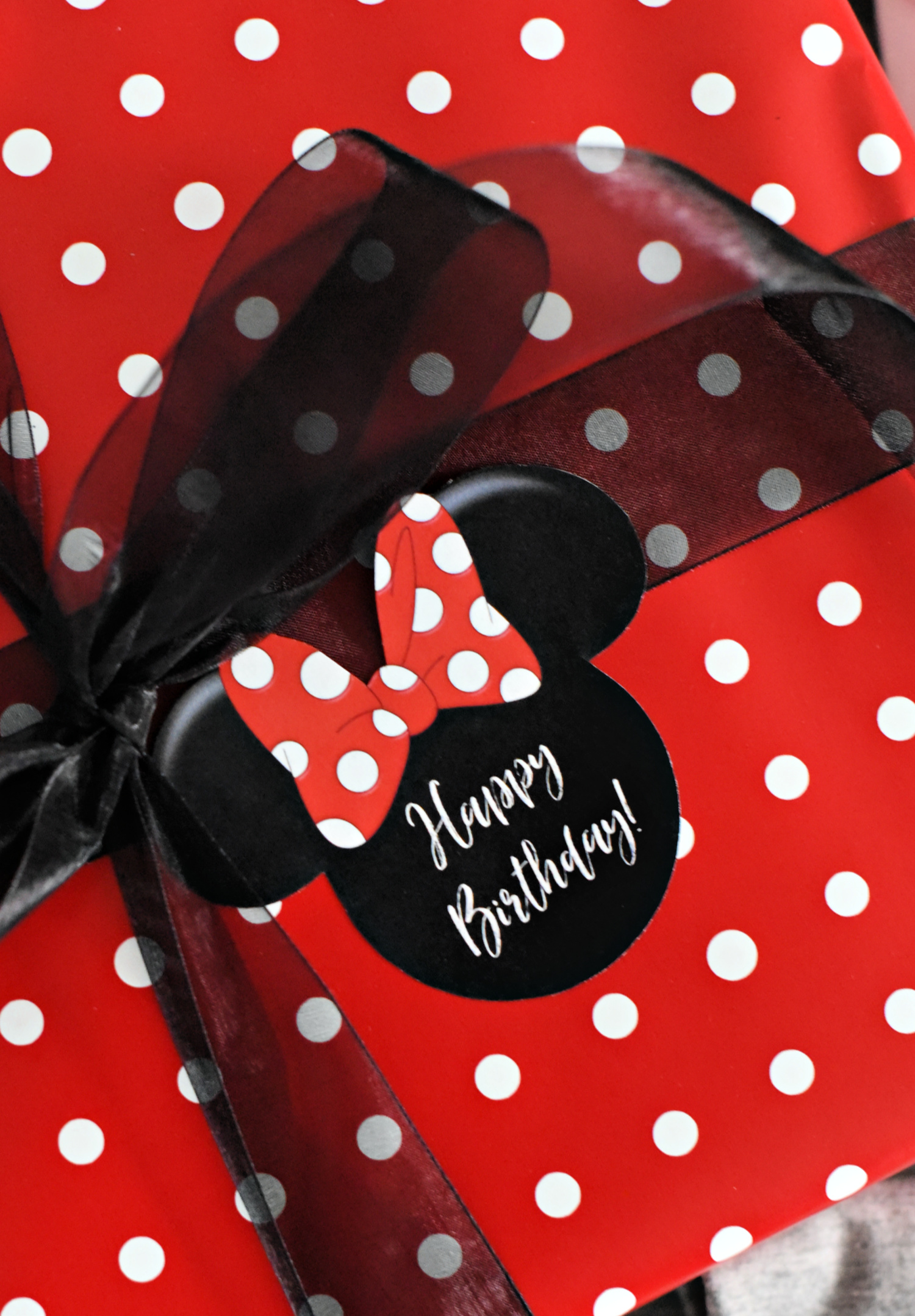 Minnie Mouse Gift Tag-Print this cute gift tag to add to any Disney themed birthday gift for friends! #minniemouse #disney #birthdaygifts #giftideas