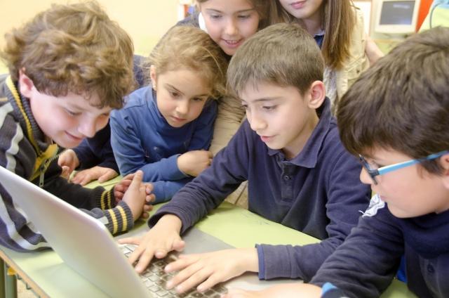 親子で学ぼう!小学生からの簡単・無料プログラムサイト3選!