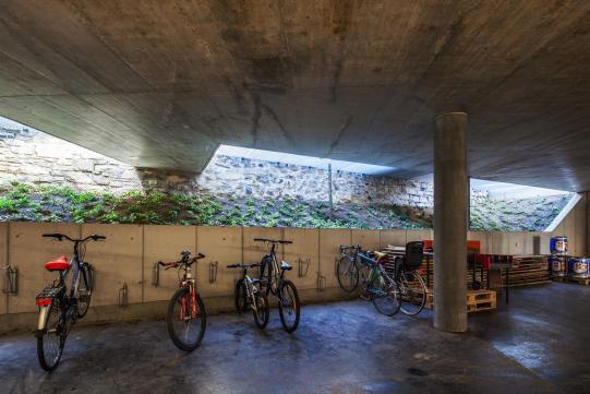 Garagem/bicicletário Casa Pico