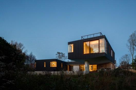 watermill-house-southamption-hamptons-long-island-new-york-usa-architecture-residence-home-elevated-floodplain-raised-zinc-office-of_dezeen_10