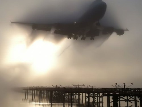 Boeing 747 approaching in fog
