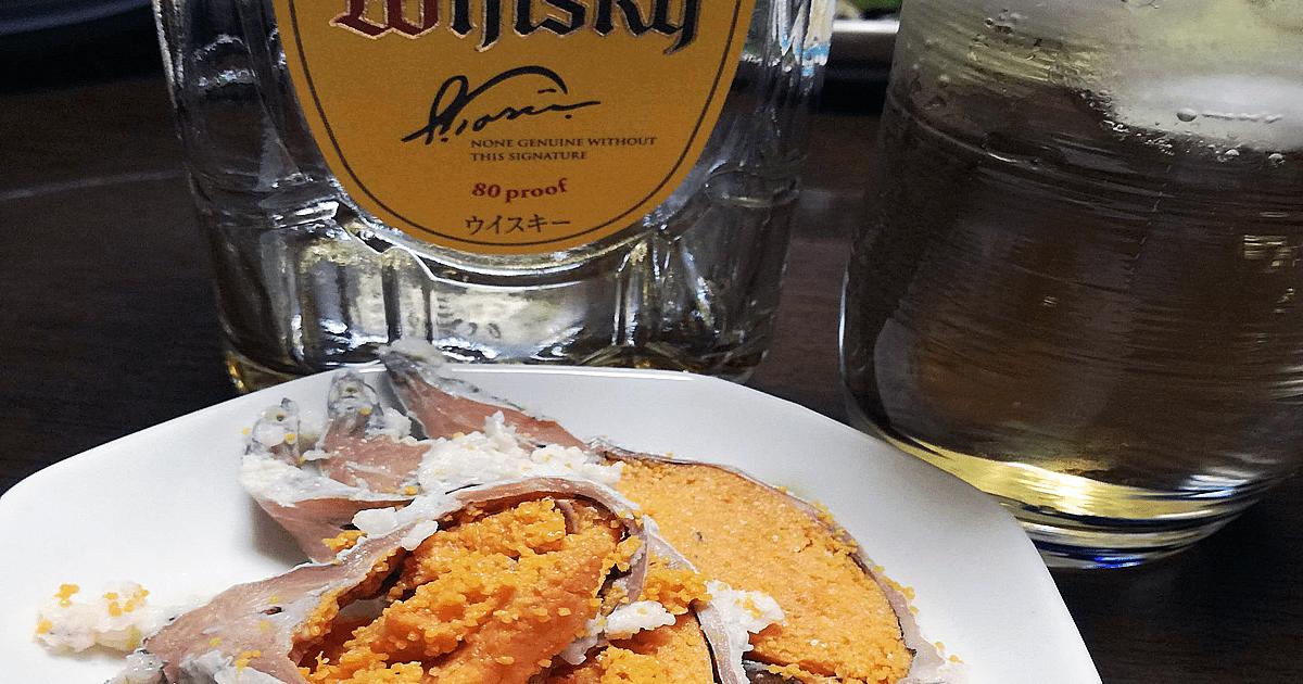 ウイスキーと鮒寿司の写真