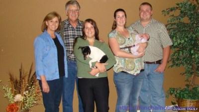 Kayla Mueller (ao centro), com a família, numa foto recentemente divulgada.