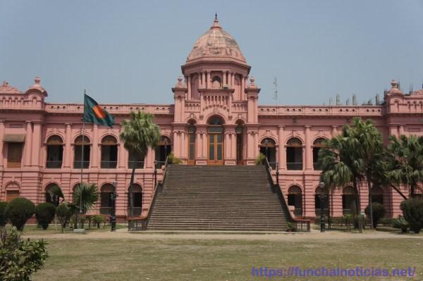 Embora a maior parte dos monumentos tivessem ficado na Índia aquando da formação do Bangladesh, Dhaka conserva este palácio que é actualmente um museu