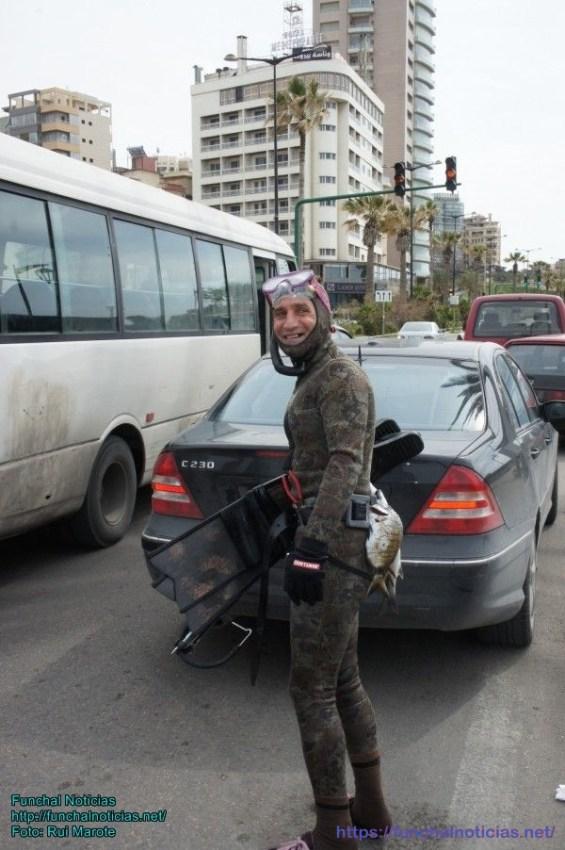 Os passageiros dos transportes em Beirute surgem nos feitios mais inesperados