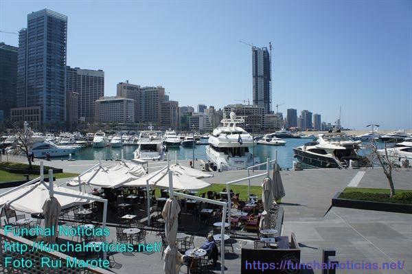 Uma marina de encher o olho com cafés, esplanadas,restaurantes... só na côte d'azur