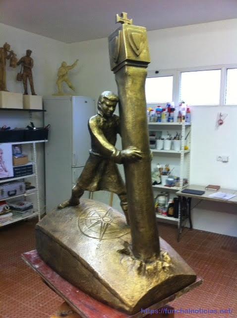 A maquete em bronze está patente no átrio da Câmara Municipal de Machico.
