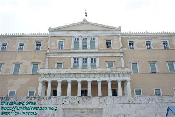 Distúrbios na Praça Syntagma entre polícia e manifestantes.