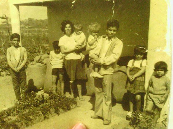 Foto tirada em Moçambique com Tomás Vieira Barcelos ao colo da mãe