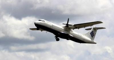 16ago2015---foto-de-arquivo-mostra-um-modelo-similar-a-um-aviao-comercial-indonesio-que-perdeu-contato-com-o-centro-de-controle-durante-um-voo-na-provincia-oriental-indonesia-de-papua-com-54-pessoas-a-1439725430