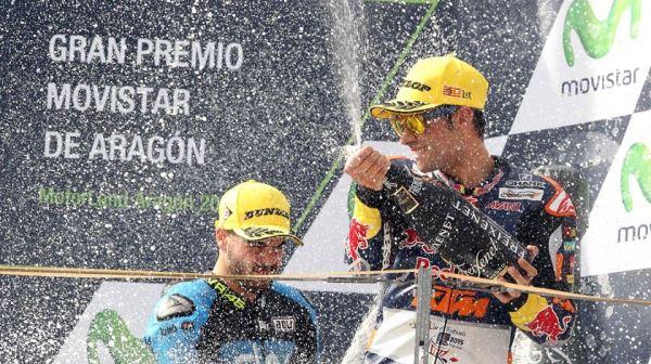 Miguel Oliveira festeja a sua vitória em  Grande Prémio de Aragão em Moto3