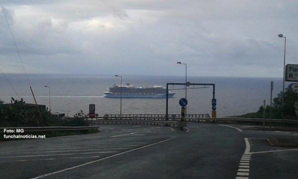 Anthem of the Seas a caminho do Porto do Funchal