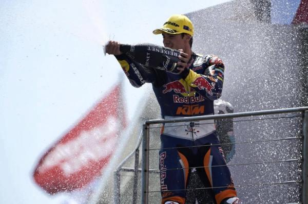 Miguel Oliveira a festejar o lugar mais alto do pódio no GP Australia