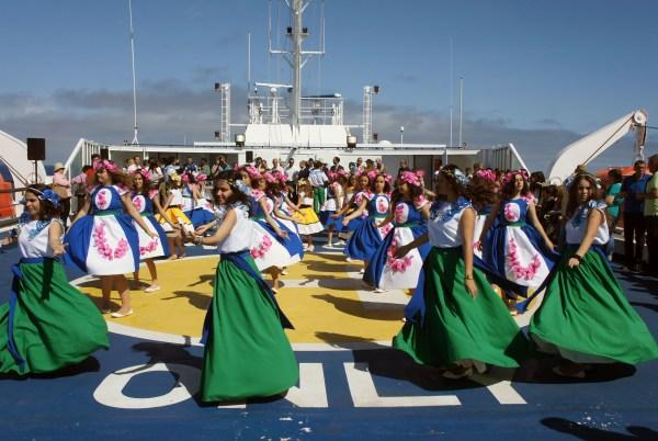 O grupo 'Caneca Furada' animou a viagem, deixando já um cheirinho a Festa da Flor. (Foto Rui Marote)