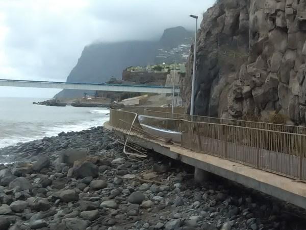 promenade pedras praia formosa