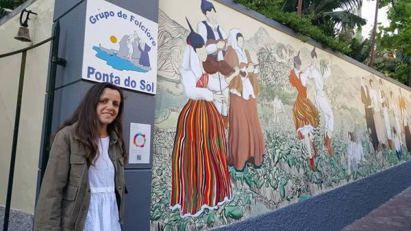Pintura de mural, Rua da Marquesa, por Helena Sirgado. Tema: Bailinhos e Cantigas