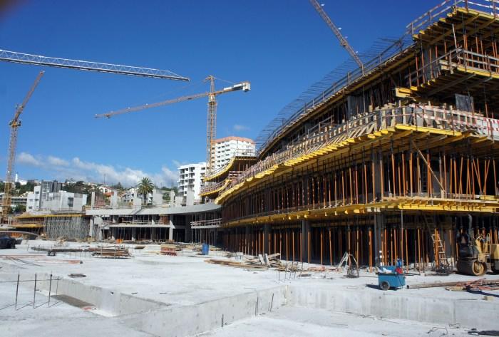 Vista da construção do lado Sul, de Nascente para Poente. (Foto Rui Marote)